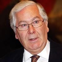 Sir Mervyn King says the Bank of England is ready to resume responsibility for regulating the City next year