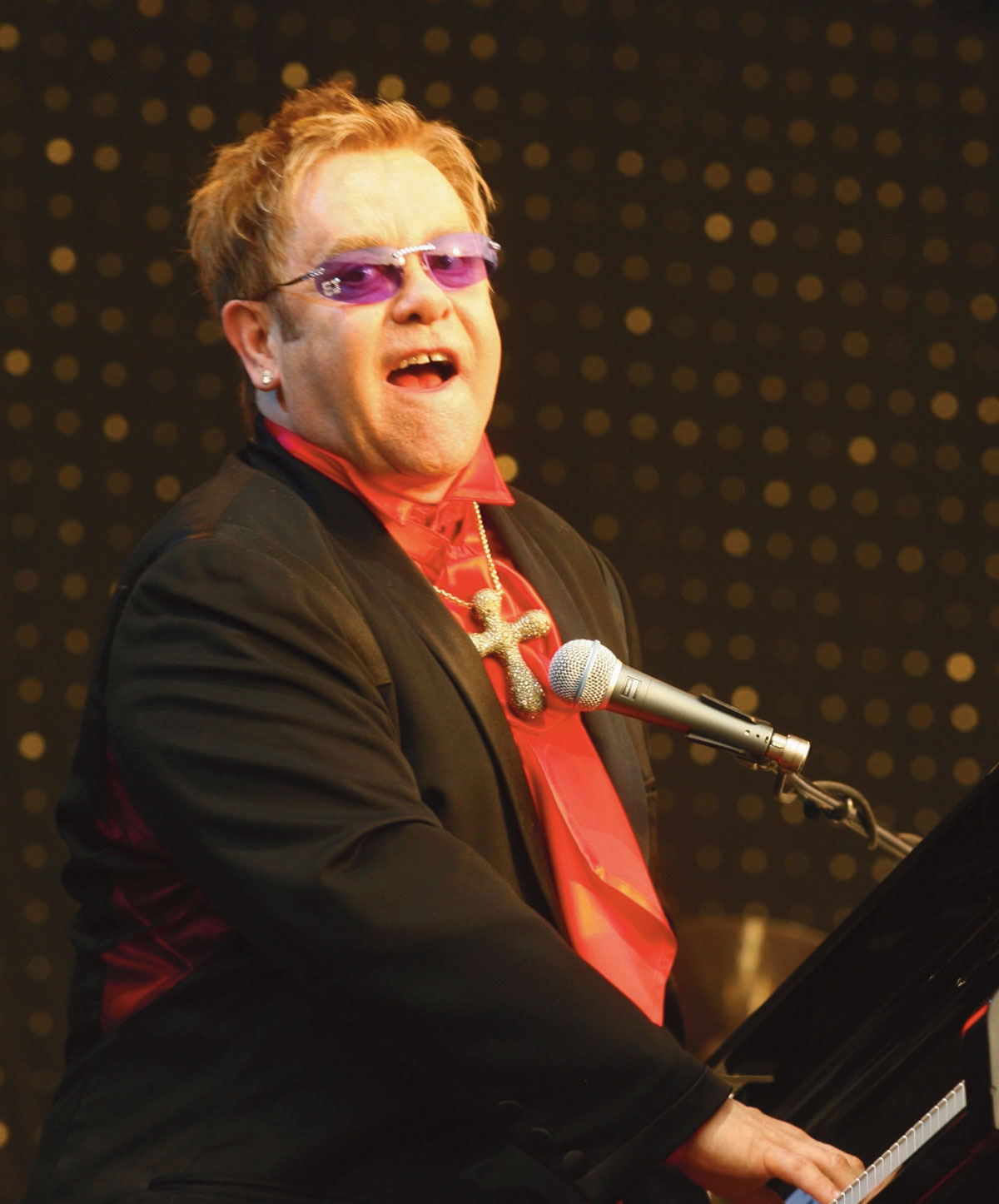 Thousands of parking spaces found for Elton's gig