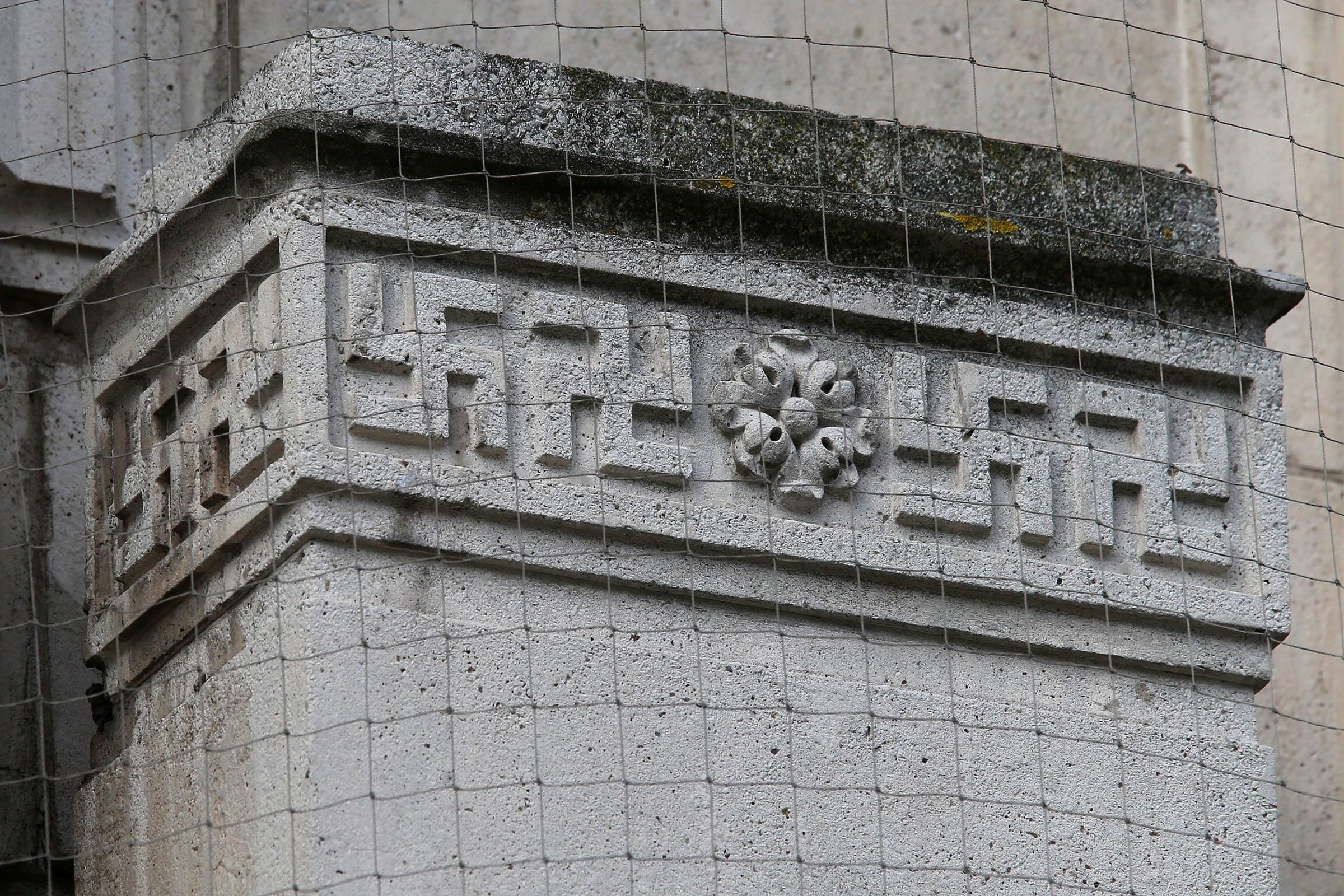 No plans to remove Swastikas from council building