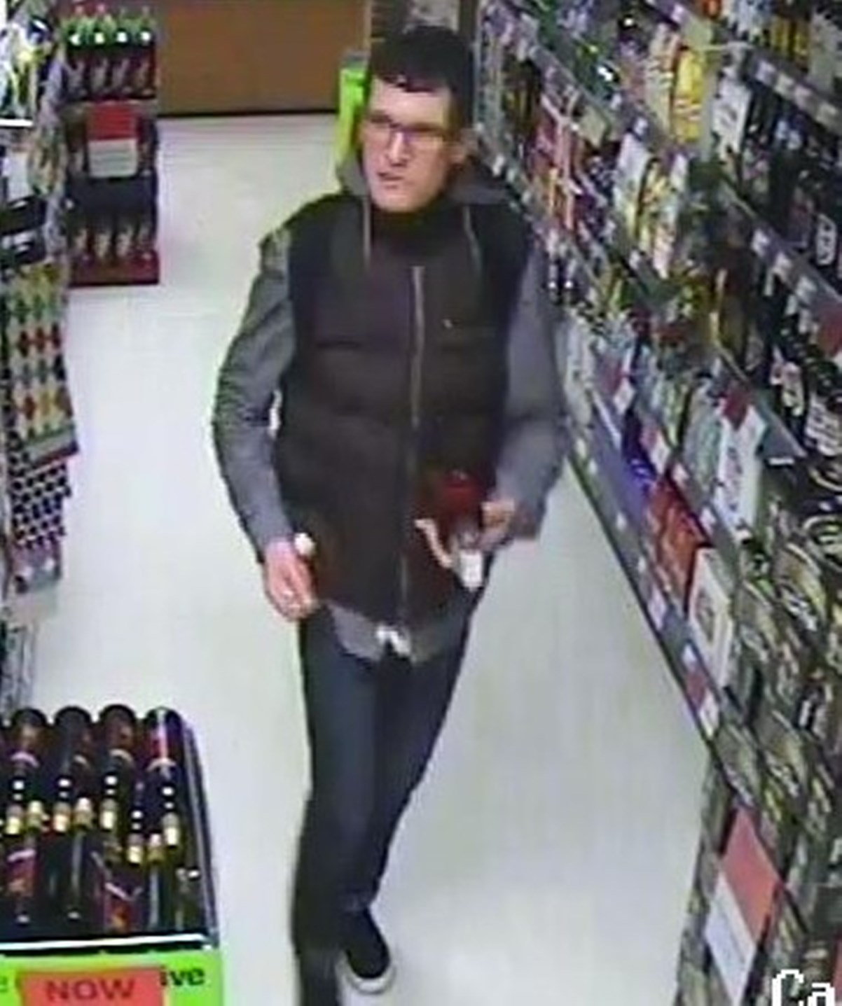 Police issue CCTV images following theft